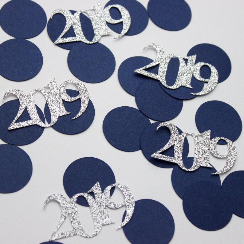 Glitter 2019 and Black Circles 50 Pieces Graduation Clas of 2019 Confetti