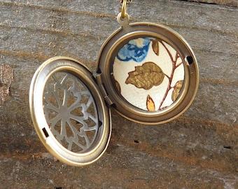 Wallpaper Locket Necklace, Vintage Wallpaper Print, Leaf Jewelry, Leaves, Filigree Locket, Locket Pendant, Gift for Her