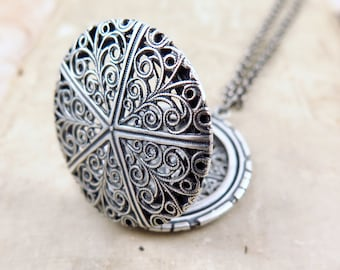 Vintage Locket Necklace, Filigree Locket,  Scroll Locket Pendant, Photo Locket, Christmas Gift for Her