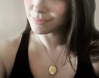 Gold Locket Necklace, Vintage Locket, Photo Locket, Oval Pendant Necklace, Vintage Locket, Wedding Gift, Anniversary Gift