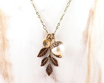 Acorn Necklace, Leaf Necklace, Personalized Necklace, Initial Jewelry, Pearl Acorn, Fall Jewelry, Fall Gift, Initial Necklace