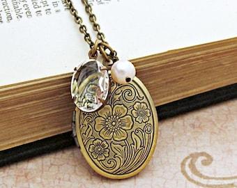 Antique Locket Necklace, Locket Pendant, Charm Necklace, Photo Locket,  Bridesmaid Gift, Personalized Gift, Floral Locket, Oval Locket
