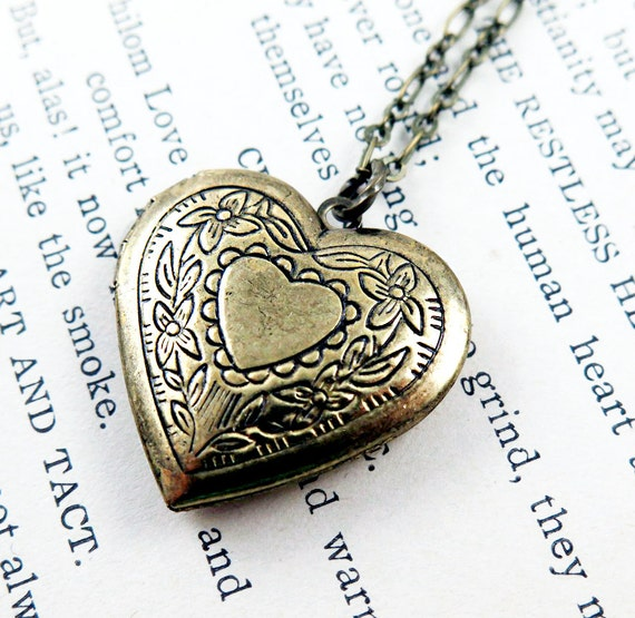 Personalized Heart Pendant Victorian Heart Anniversary Gift for Her Wedding Gift Heart Locket Necklace Photo Locket