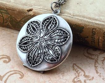 Vintage Locket Necklace, Flower Locket Necklace, Silver Locket, Filigree Flower Necklace, Photo Locket, Anniversary Gift