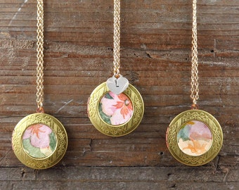 Vintage Gold Locket Necklace, Flower Locket, Personalized Necklace for Mom, Vintage Wallpaper, Photo Locket, Personalized Jewelry