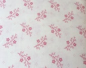 Moda Fabric - Floral Gatherings Shirtings by Primitive Gatherings 1101-25 - 1/2 yard - Off-white with pink floral - Cotton Fabric