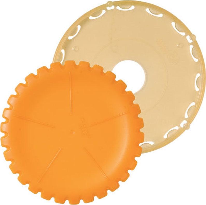 Clover Quick Yo-Yo maker  Large  Orange  A quick and easy image 0