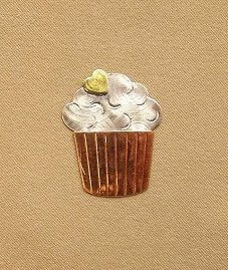 Magnetic Needle Nanny  Cupcake  by Puffin & Company  For image 0