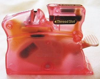 Clover Desk Needle Threader - Pink - Threads Hand Sewing Needles