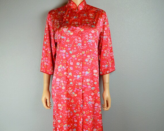 60s Red Robe Nylon Floral Print Robe With Mandarin Collar and 3/4 Length Sleeves Small Epsteam