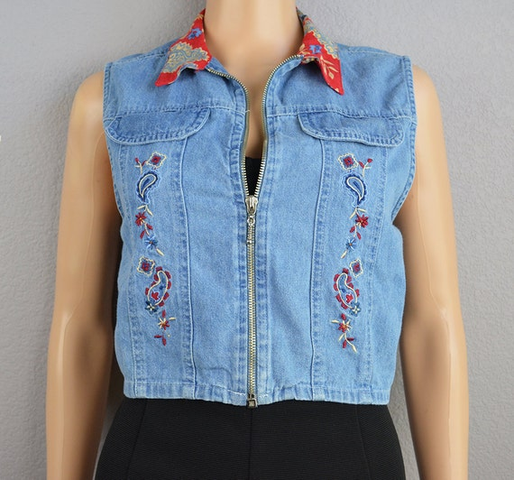 90s Embroidered Denim Vest Cropped Light Wash Chambray Zip Up Red Paisley and Floral Print Collar Medium Petite Espteam