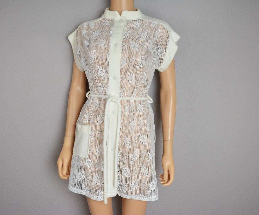 226ec472f567f 70s White Lace Robe With Terry Cloth Trim and Matching Belt Size ...