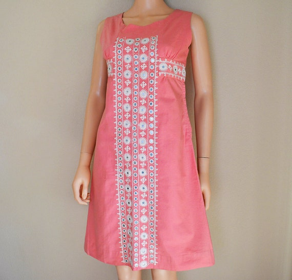 Pink Boho Chic Dress Sleeveless Dress With White Embroidery Sheath Dress 60s 70s Clothing Epsteam