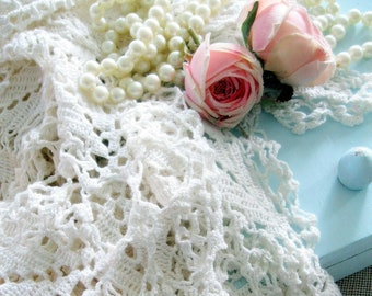 Petite nappe au Crochet, fait main, nappe carrée, chalet charme, crème, Crochet à la main, Français minable, par mailordervintage sur etsy