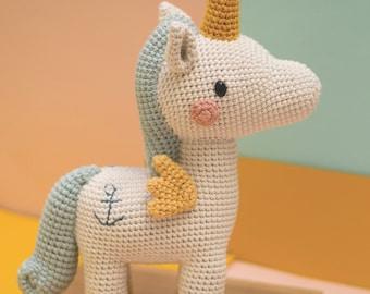 Pica Pau Amigurumi Crochet Toy Unicorn Pattern. Robin Unicorn