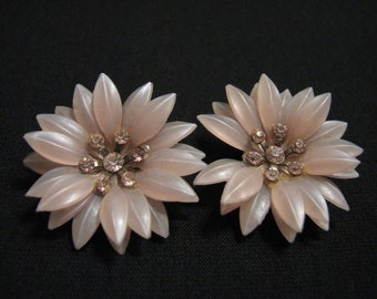 Vintage Lavender Purple Lucite and Diamond Rhinestone Daisy Sunflower Clip Earrings