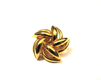 Vintage Gold Tone Puffy Swirled Filigree Star Pin Brooch