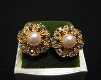 MINT Vintage Gold Tone White Faux Pearl and Diamond Rhinestone Flower Clip Earrings