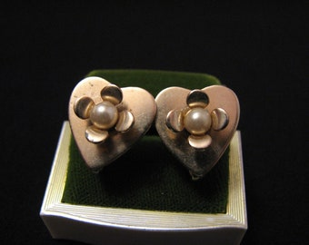 Vintage Gold Tone and White Faux Pearl Heart Flower Screwback Earrings