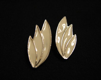 Vintage Gold Tone and Cream Enameled Fan Feather Clip Earrings