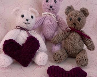knitting pattern tiny valentine TEDDY BEAR with a heart