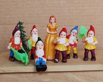 Vintage Snow White and Dwarves Small Plastic Figurines Cake Toppers 1970s.