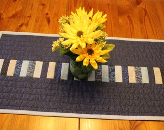 Easy Quilted Table Runner Pattern, Quilted Table Topper Pattern, Easy to Sew Quilting Project, Sewing Pattern for Table Quilt