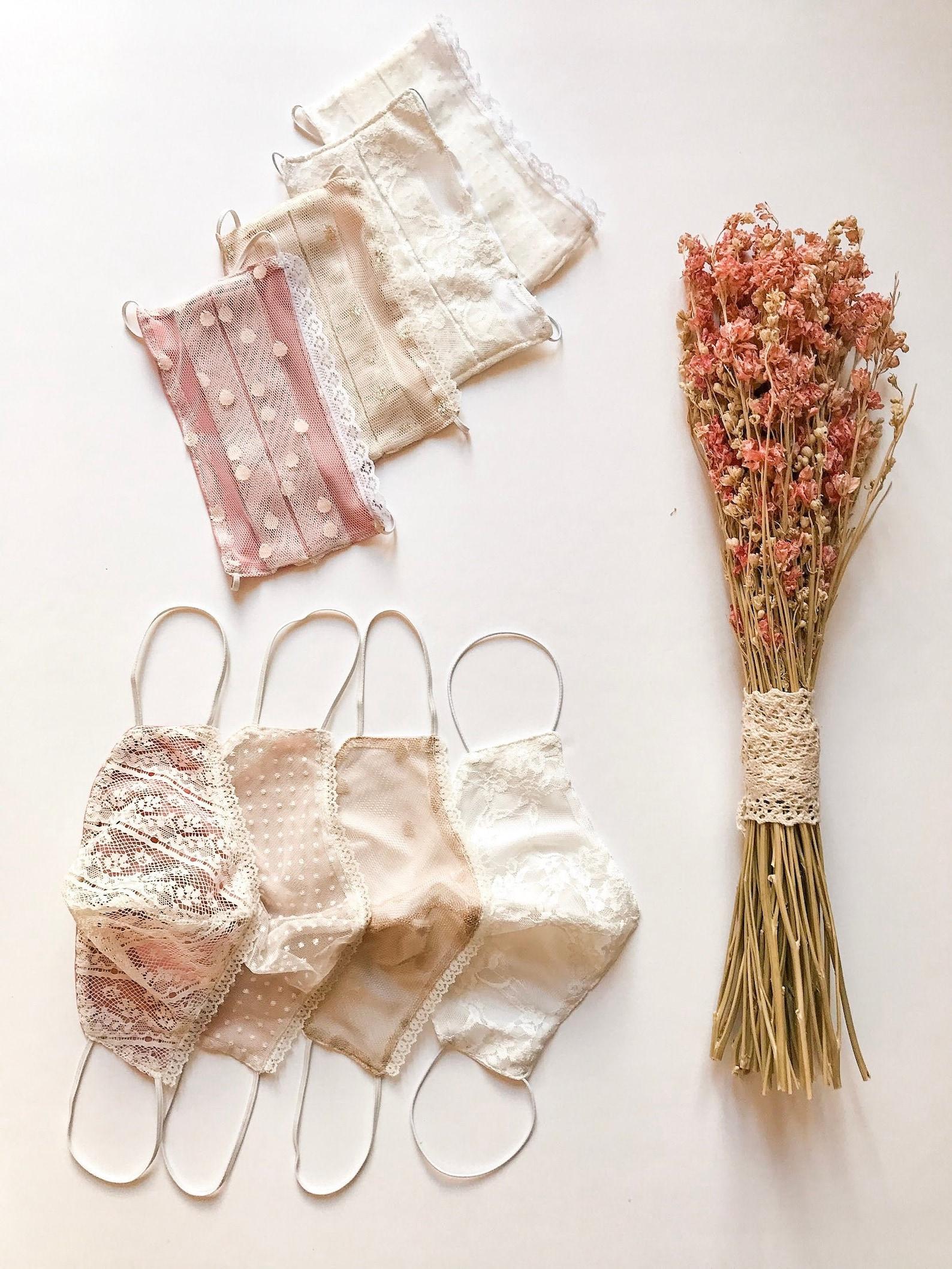 Brautmasken in Rosa