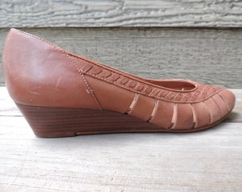 1970s leather woven wedge shoes vintage tan boho heels 7 1/2