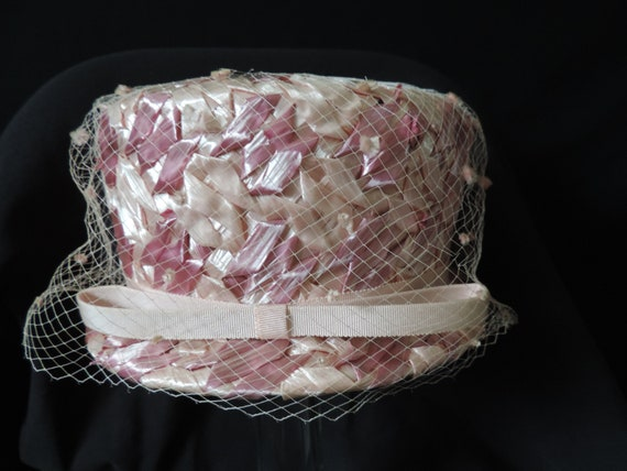 1960s pink pillbox hat straw netted veil cap Vick… - image 2