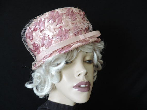1960s pink pillbox hat straw netted veil cap Vick… - image 1