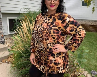 Perfect Pullover - Women's top - Carmel Leopard - Women's Tshirt