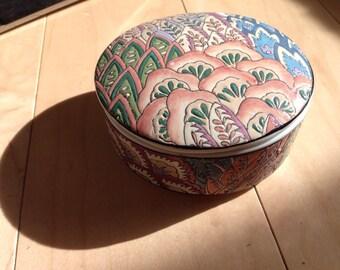 Vintage porcelain collectible bowl w/lid Jewlrey box