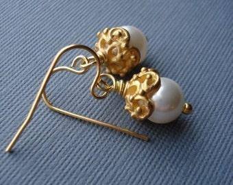 White Pearl Gold Earrings, Pearl Earrings, Wedding Jewelry, Bridesmaid Jewelry, Gold Earrings, Vintage Style Jewelry