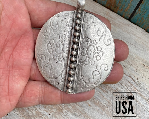 7009 - Bohemian pendants for jewelry making. Antique silver plated vintage beading pendant for women. Necklace findings and components 7009