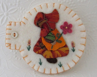 Sunbonnet Sue Needle Book Pins Needlebook Sewing Case Penny Rug Wool