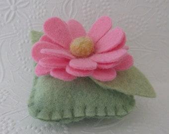 Felt Flower Pincushion Pink Daisy Wool Felt
