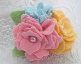 Brosche Filz Blume rosa blau gelb Perlen Schmuck Pin Corsage
