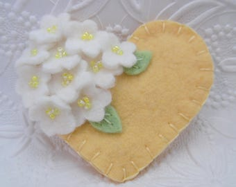 Filzblumen Sie Blume Brosche gelbe Perlen Pin Herz Wolle
