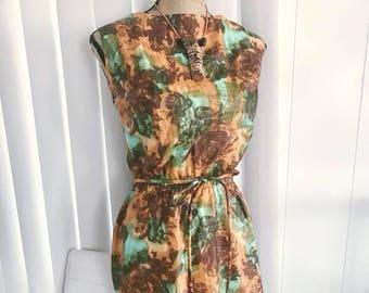 Vintage Stan Hicks Hawaii Label 60's sheath dress in tropical print! Size M