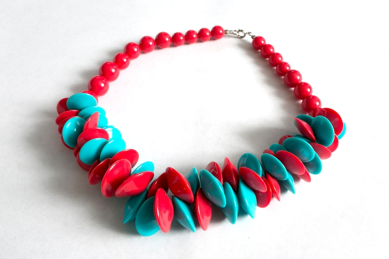 Rad Vintage 80s Teal Blue /& Cherry Red Plastic Tiki Style Avant Garde Short Chunky Colorful Necklace