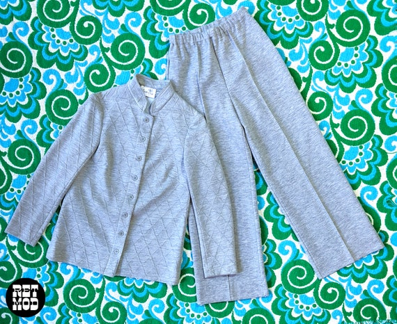 Cool Vintage 60s 70s Light Gray Knit Two-Piece Pan