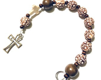Protestant Prayer Beads – Brown Wooden Floral