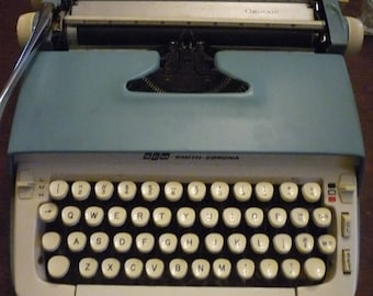 Smith Corona Galaxie typewriter - Portable with hard case - Works great SCM typewriter 1959 - new ribbon - authors writers reporters