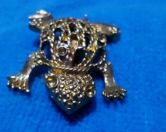 vintage goldtone mesh design frog  brooch pin