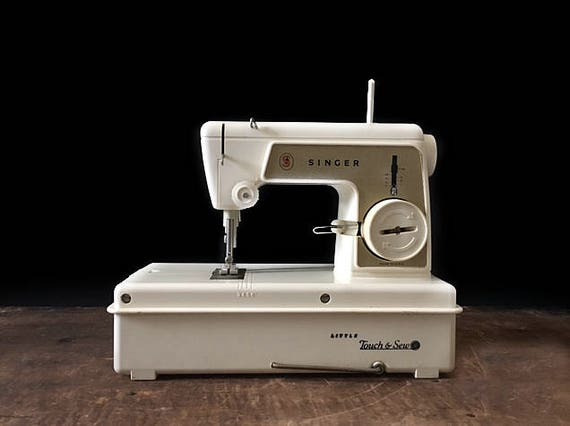 Singer Little Touch And Sew Vintage Sewing Machine Battery Etsy Inspiration Battery Operated Sewing Machine