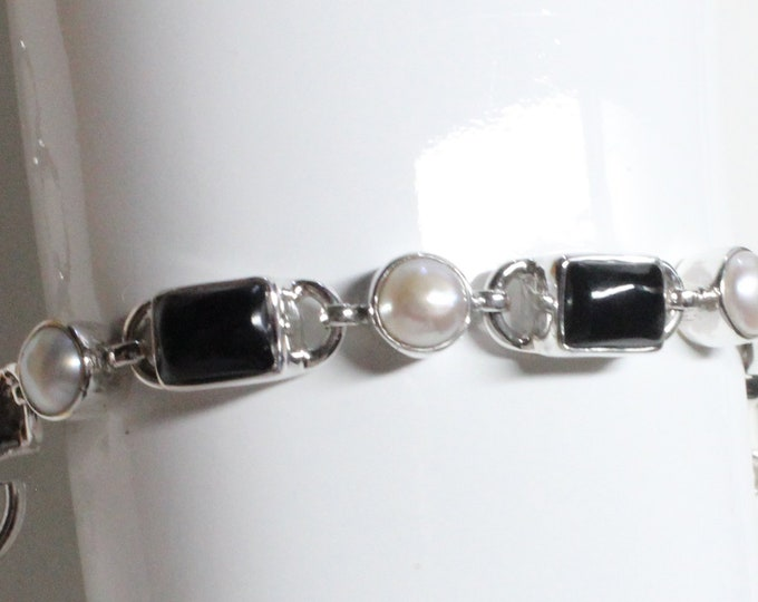Handcrafted Black Onyx and White Freshwater Pearl Gemstone Bracelet 925 Sterling Silver Gift Box Plus Free Shipping