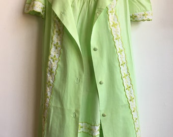 1aa7a671012 Ladies 1960s 70s lime green nightgown and robe set