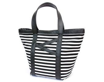 Tote Bag / Diaper Bag / Shopper / Carry all tote / Beach Bag / 13 pockets / Black & white stripes, cotton, faux leather, roomy, wide. Vegan