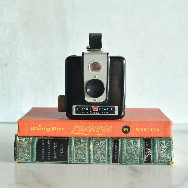 Vintage Camera Kodak Brownie Hawkeye Flash Model  Working image 0